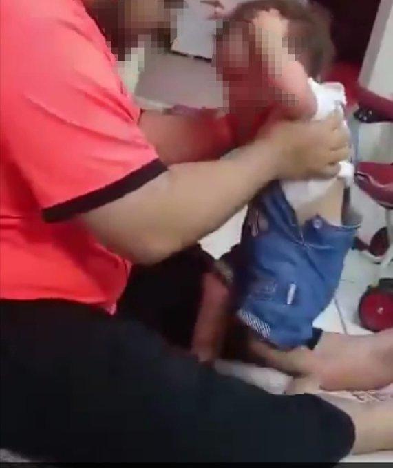 معذب الطفلة