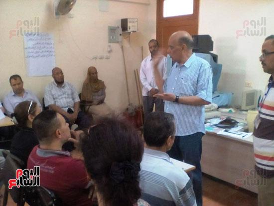 الشناوي عايد يؤكد علي المعلمين ضرورة التركيز على تنمية مهارات التفكير للطلبة