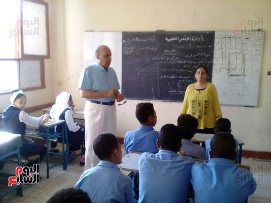 وكيل تعليم الأقصر يتفقد المدارس مع بدء العام الدراسي الجديد