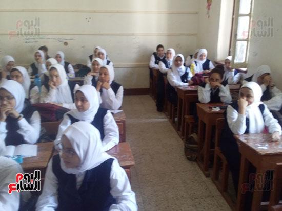 بدء الراسة فى مدارس اسيوط (1)