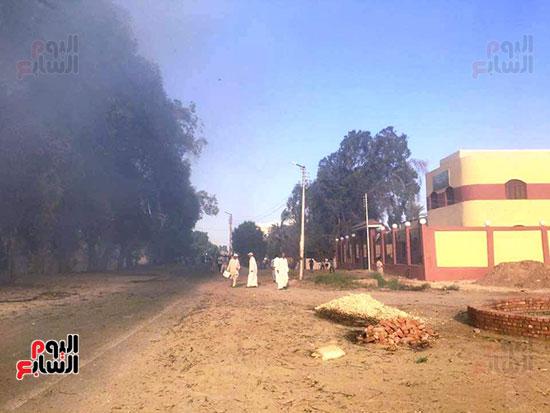 حريق-هائل-في-مزارع-نخيل-بقرية-القصر-بالوادي-الجديد-(15)