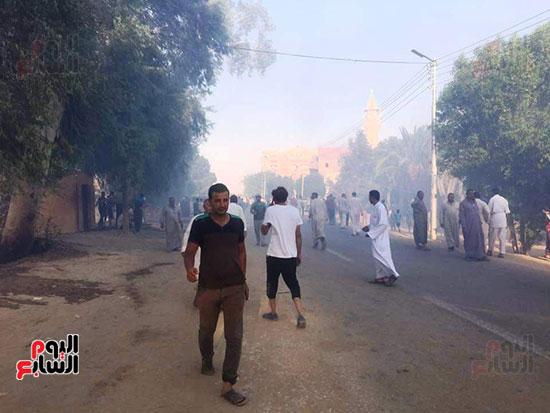 حريق-هائل-في-مزارع-نخيل-بقرية-القصر-بالوادي-الجديد-(20)