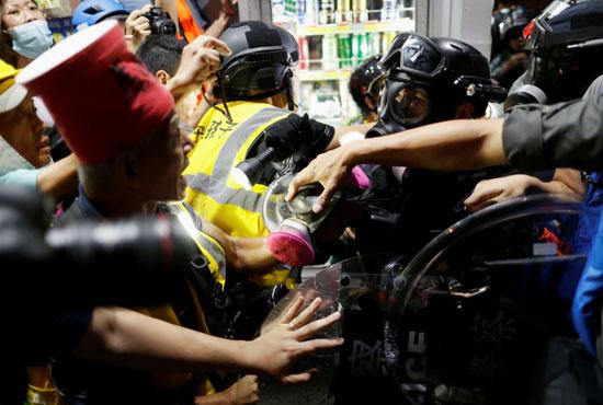 العنف فى الاحتجاجات