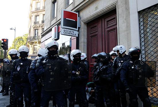 أفراد الشرطة الفرنسية