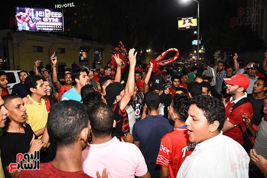 الشباب يحتفلون بفوز الاهلى (6)