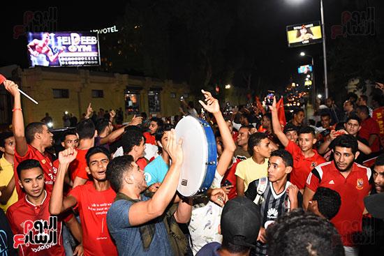 الشباب يحتفلون بفوز الاهلى (2)