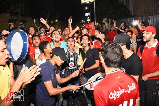 الشباب يحتفلون بفوز الاهلى (3)