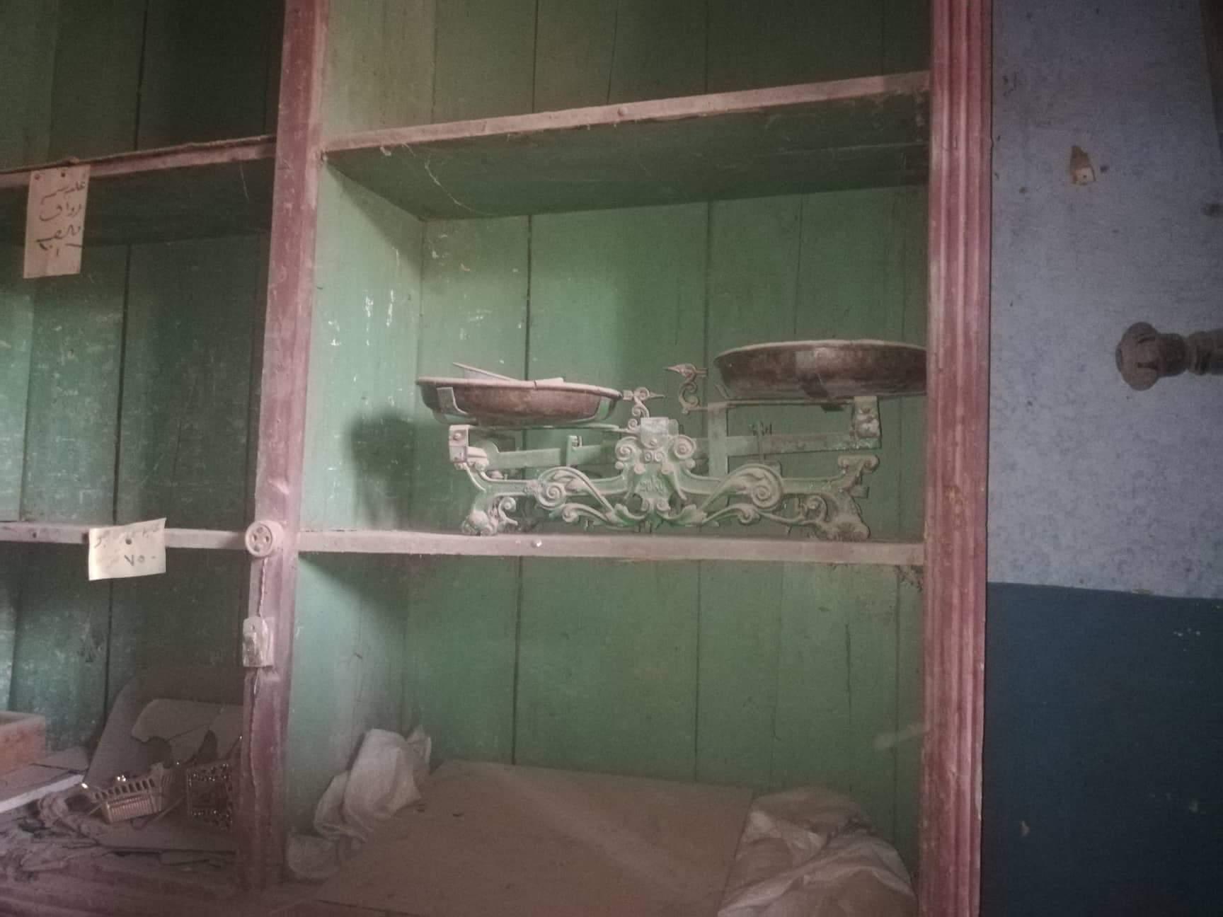 ميزان قديم يستخدم في البيع