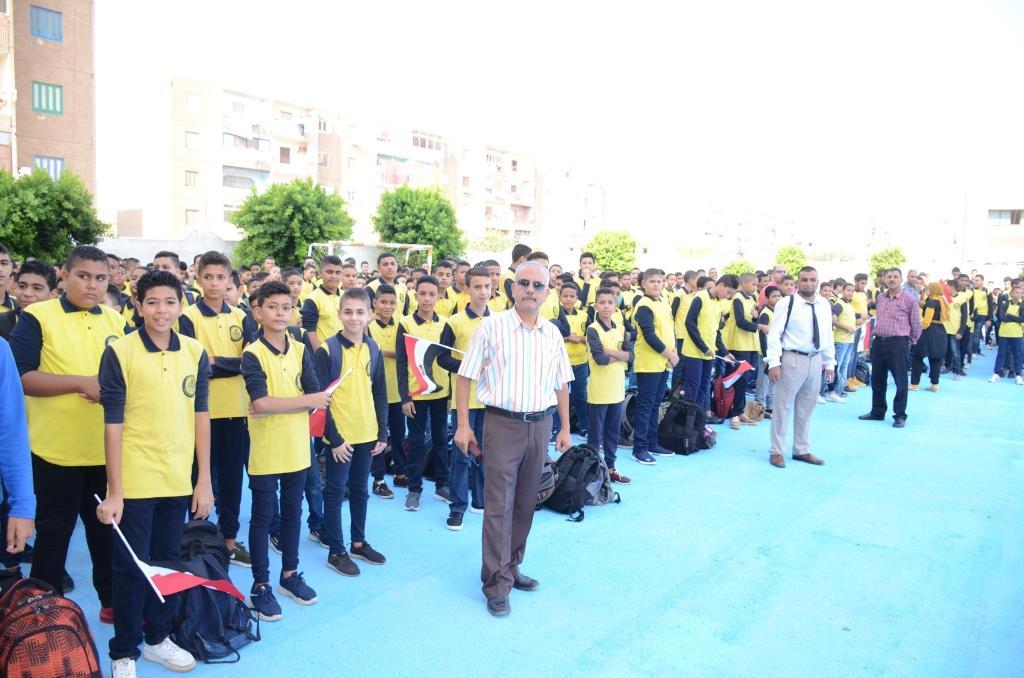 نائب محافظ الإسماعيلية يتفقد المدارس ويوزع الهدايا على الطلاب (20)