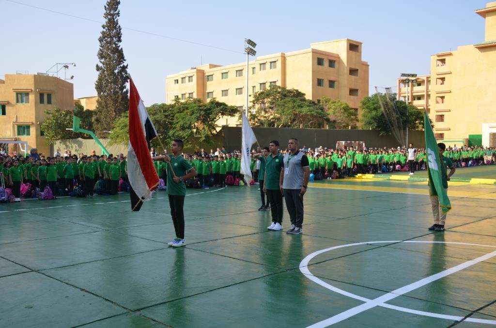 نائب محافظ الإسماعيلية يتفقد المدارس ويوزع الهدايا على الطلاب (17)
