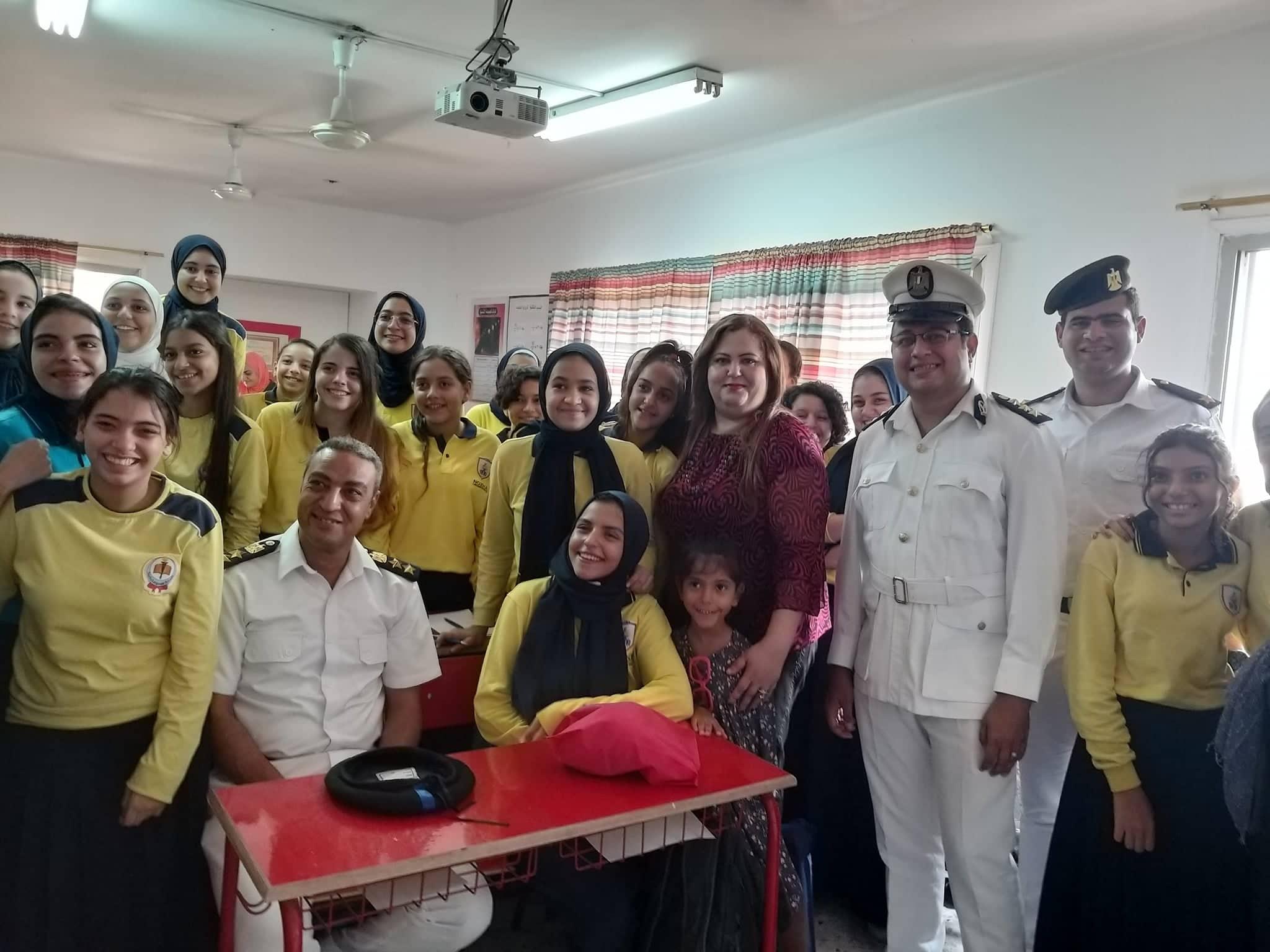 ضباط فى مدرسة بنات الشهيد هشام عزب  (3)