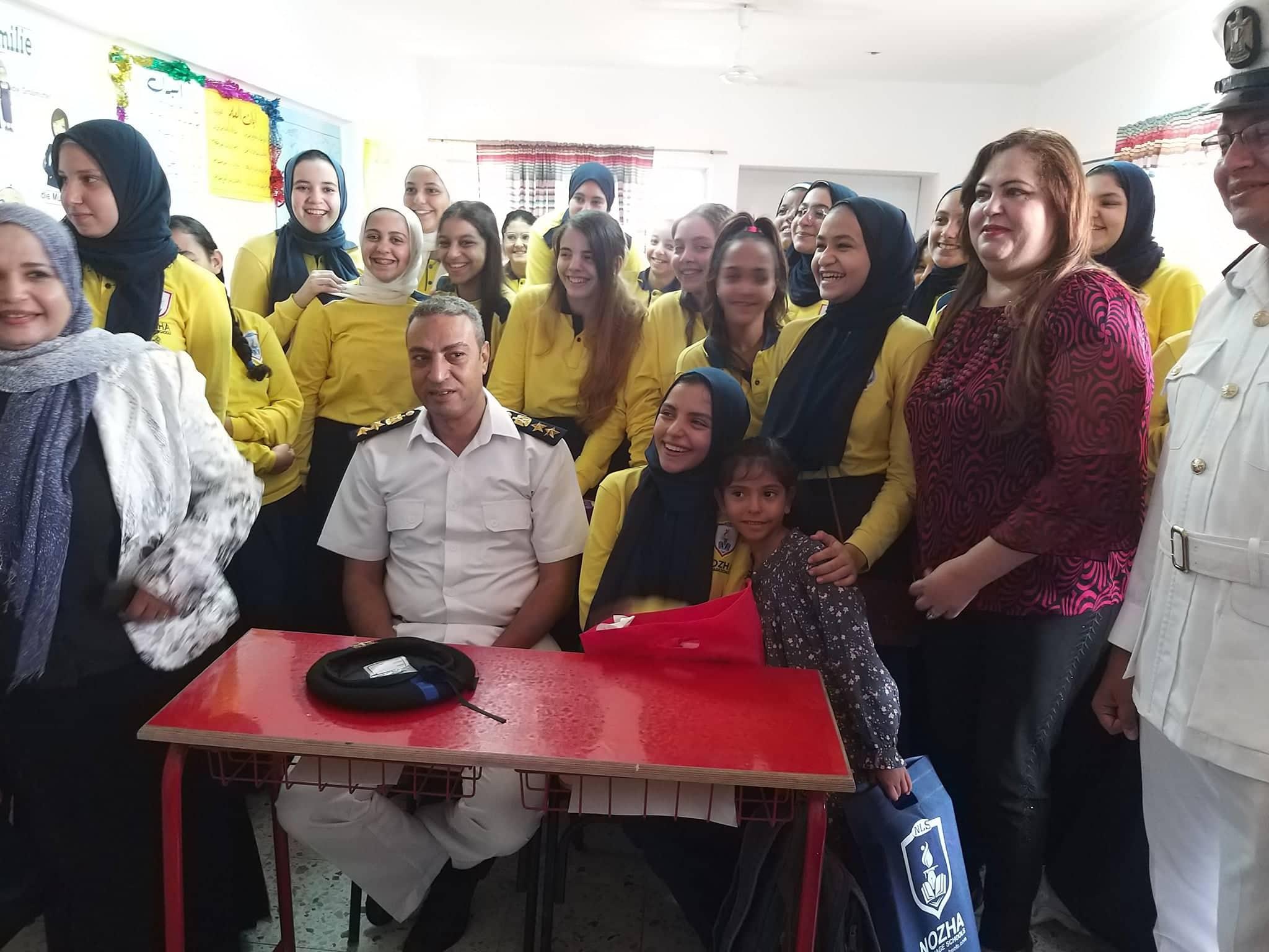 ضباط فى مدرسة بنات الشهيد هشام عزب  (4)