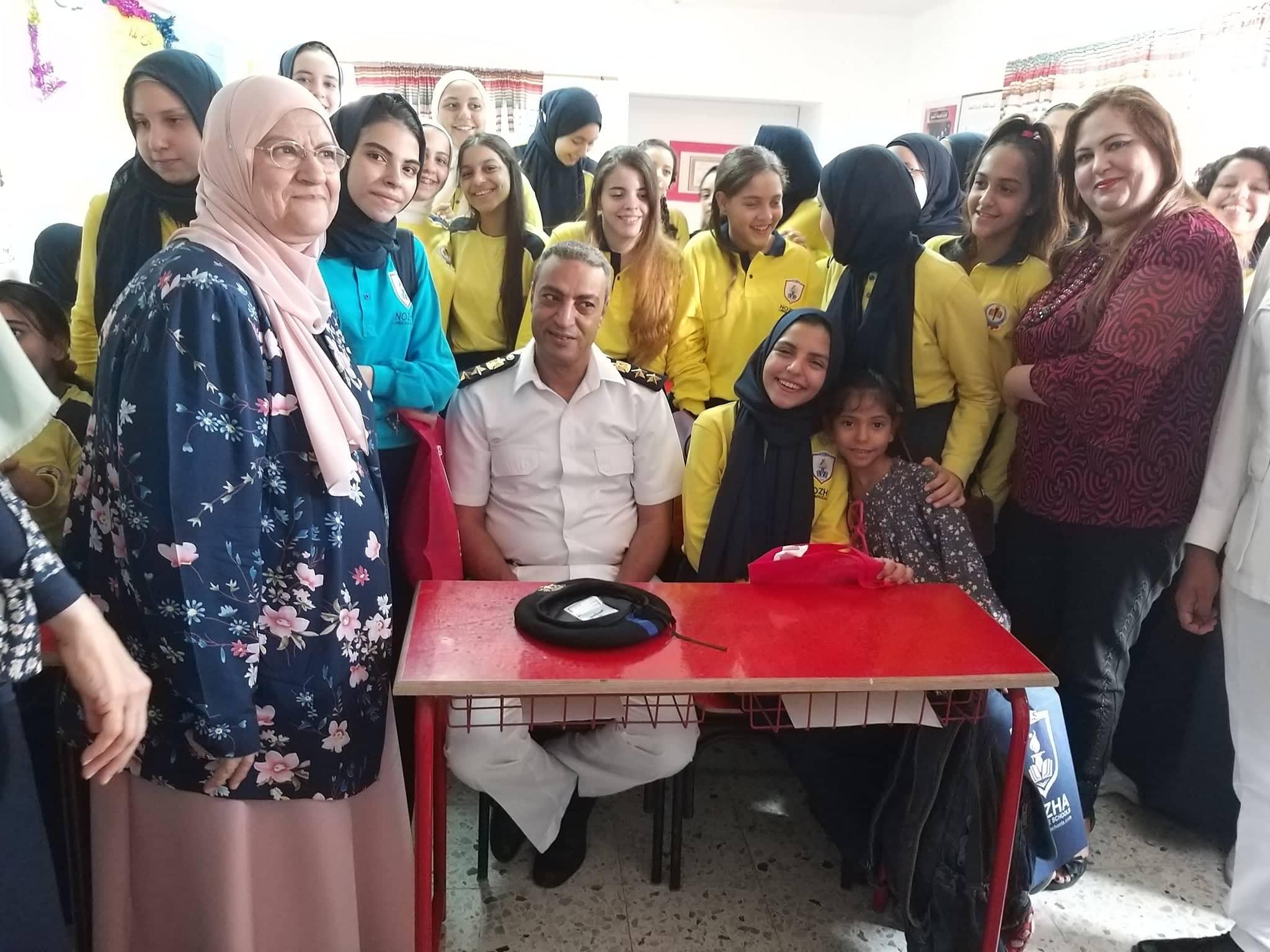 ضابط فى مدرسة بنات الشهيد هشام عزب  (2)