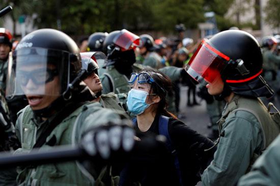 الشرطة-تعتقل-ناشطة