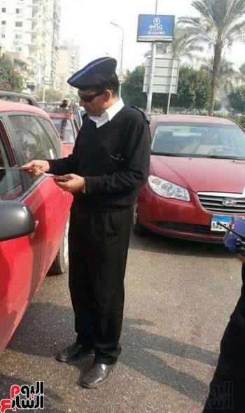 البطل العميد هشام عزب اثناء العمل