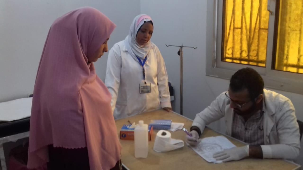 الكشف على المرضي بقافلة طبية بالجعافرة 3