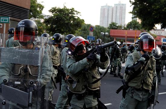 شرطة-هونج-كونج-تستخدم-قنابل-الغاز-لفض-المتظاهرين