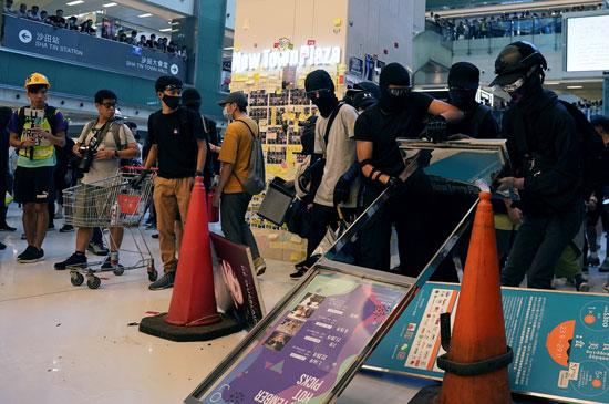 جانب-من-المتظاهرين-فى-أحد-مراكز-التسوق