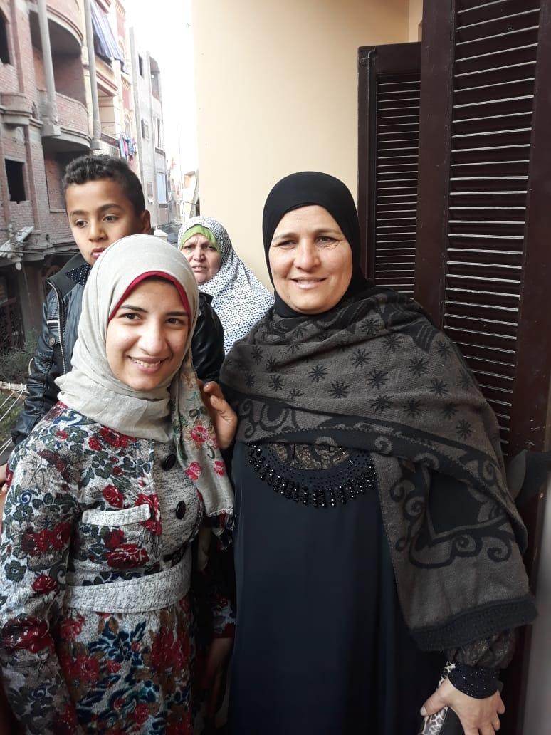 زينب مع والدتها