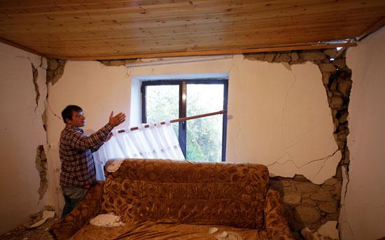 الزلزال يدمر منزل