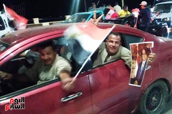 المتظاهرين-يحملون-صور-الرئيس-السيسى