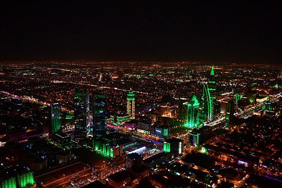 إضاءة المبانى بالألوان الخضراء