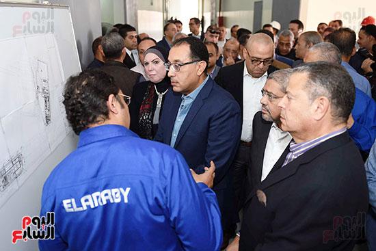 رئيس الوزراء خلال زيارته لبنى سويف وزيارة مجمع مصانع العربى (10)