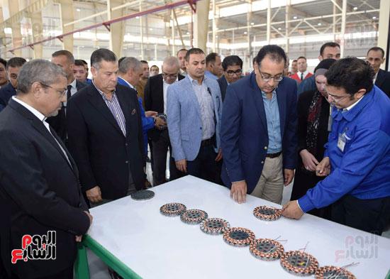 رئيس الوزراء فى مجمع مصانع العربى