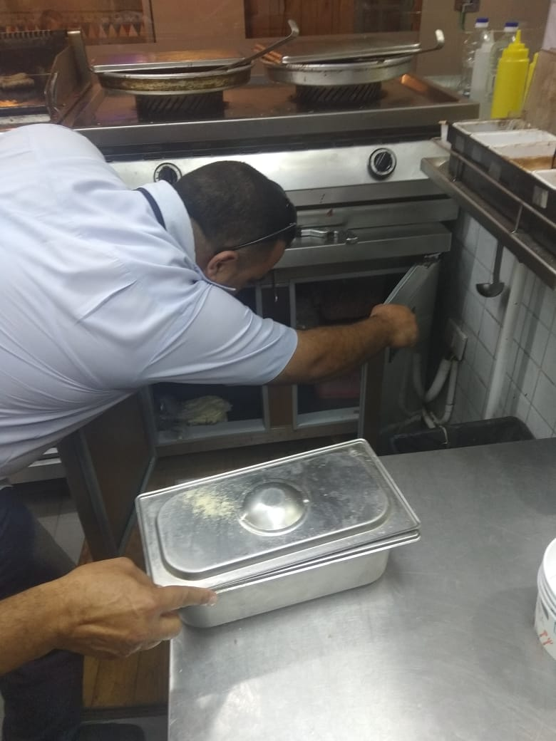 حملة مديرية الصحة على مطاعم الشرقية (1)