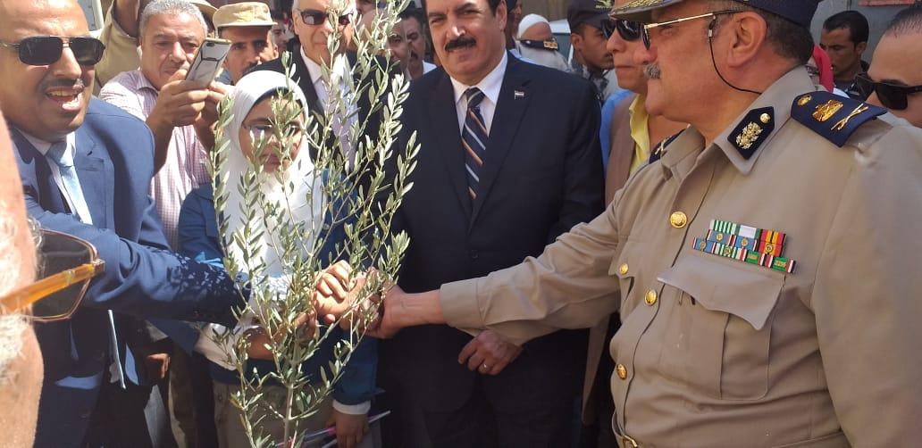محافظ القليوبية يشارك بمبادرة ازرع شجرة