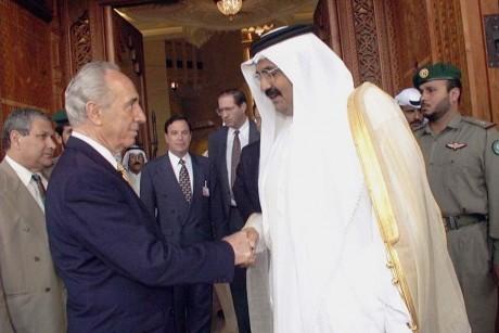 حمد بن خليفة وشيمون بيريز