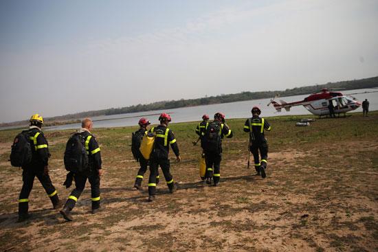 نشر رجال الإطفاء لمكافحة حرائق الغابات