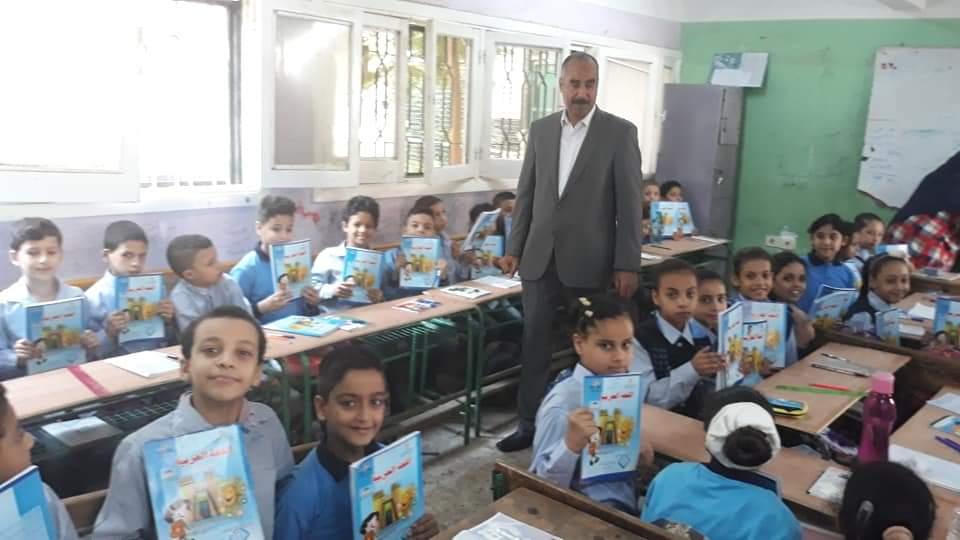 التعليم تتابع وصول الكتب المدرسية إلى الطلاب فى المدارس (3)
