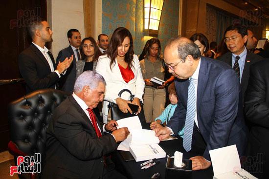 حفل توقيع كتاب أسرار مصر لزاهى حواس (18)