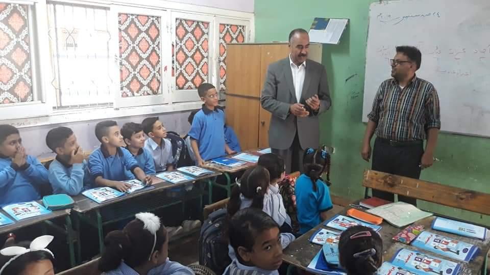 التعليم تتابع وصول الكتب المدرسية إلى الطلاب فى المدارس (4)
