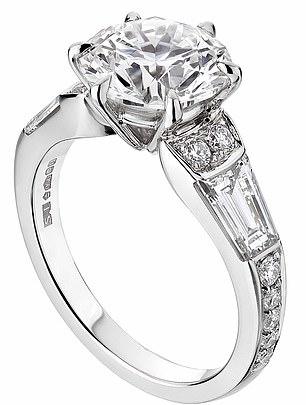 خاتم خطبة الأميرة بياتريس (3)