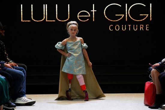 الطفلة ديزى ماى تشارك فى عرض الأزياء