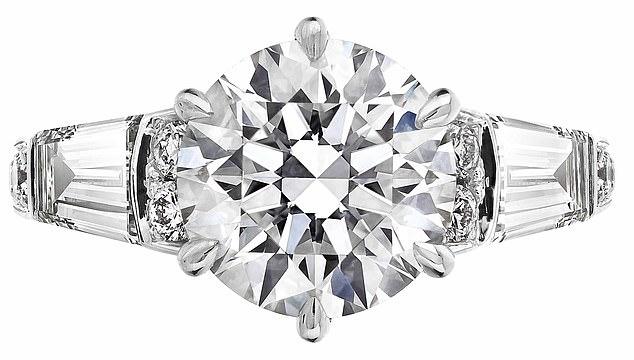 خاتم خطبة الأميرة بياتريس (1)