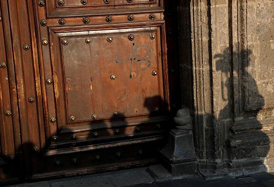 باب القصر الوطنى فى مكسيكو