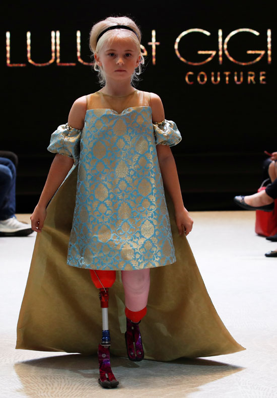 عرض أزياء بمشاركة الطفلة ديزى ماى