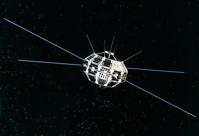 اول  قمر صناعى كندى
