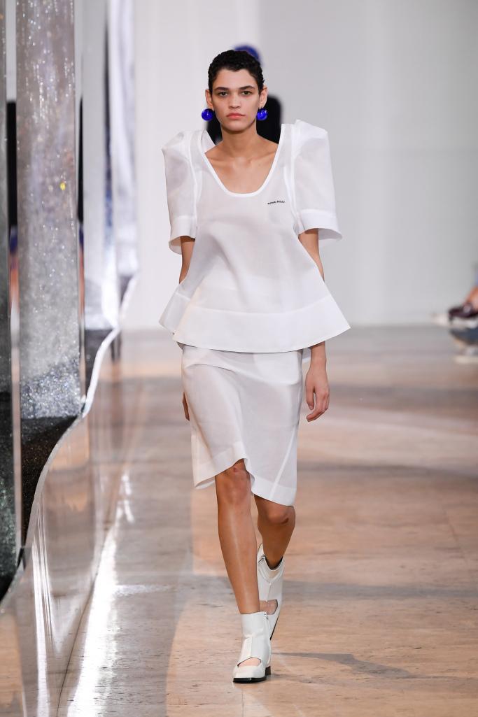 عرض أزياء Nina Ricc في أسبوع الموضة في باريس