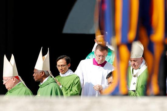 البابا-فرنسيس-يترأس-قداسا-للاجئين-والمهاجرين