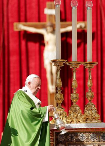 البابا-فرنسيس-يحاول-مجابة-التيار-المناوئ-للهجرة
