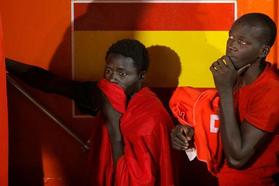المهاجرون يفكرون فى المصير المجهول الذى ينتظرهم