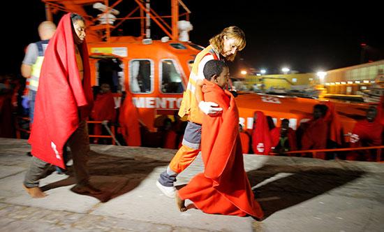 الصليب الأحمر خلال عملية الإنقاذ