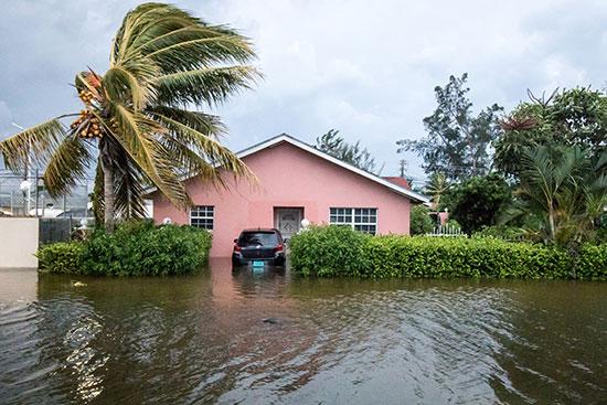 مياه الإعصار غمرت المنازل