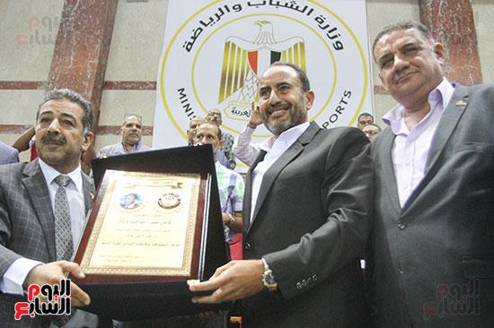 الاتحاد المصرى لكرة السلة يكرم مدحت وردة
