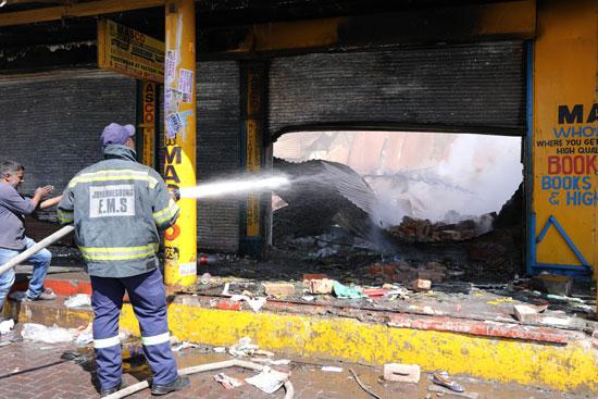 إضرام النيران فى المحلات