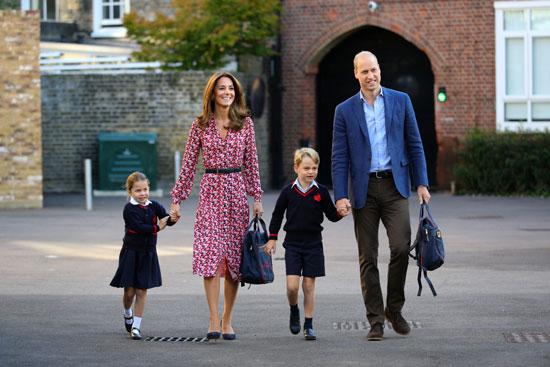 الأميرة شارولت مع والديها وشقيقها الأمير جورج